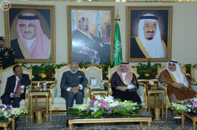 رئيس الوزراء الهندي نارندرا مودييغرد يصل الرياض (2)