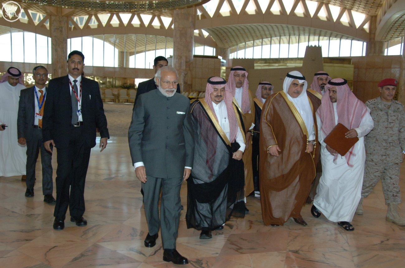 رئيس الوزراء الهندي نارندرا مودييغرد يصل الرياض (3)