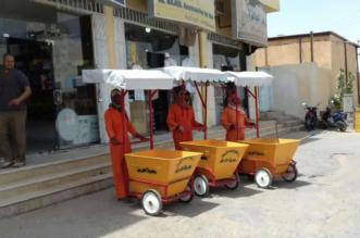 رئيس بلدية الرين يوفر عربات بمظلات واقية من الشمس لعمال النظافة