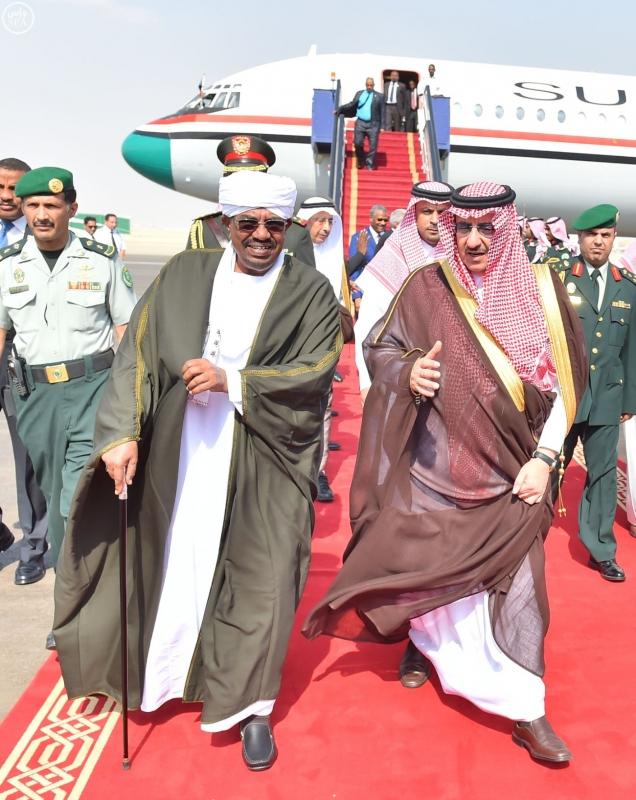 رئيس جمهورية السودان يصل إلى الرياض4