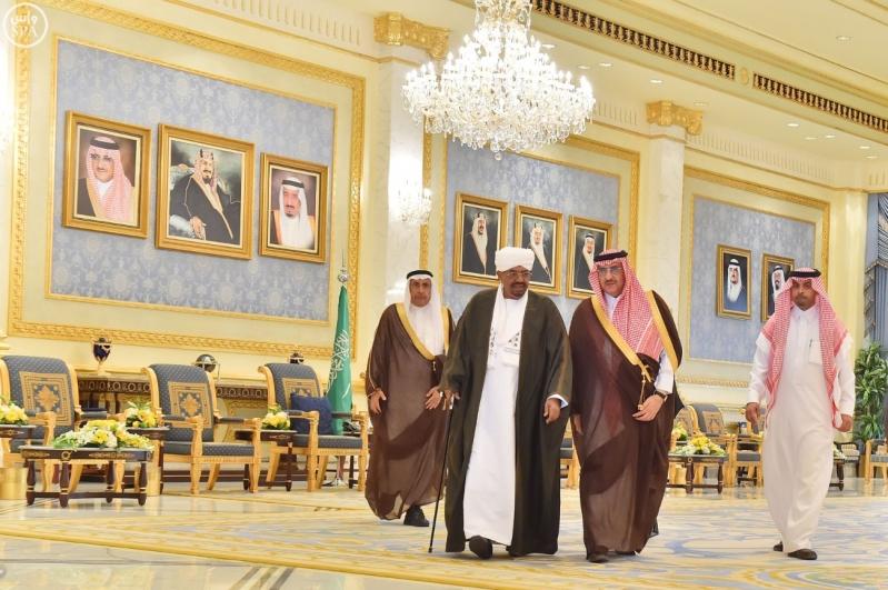 رئيس جمهورية السودان يصل إلى الرياض6
