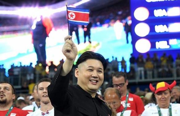 """رئيس كوريا الشمالية """"المُزيف"""" يثير الجدل بين مشجعي أولمبياد ريو"""