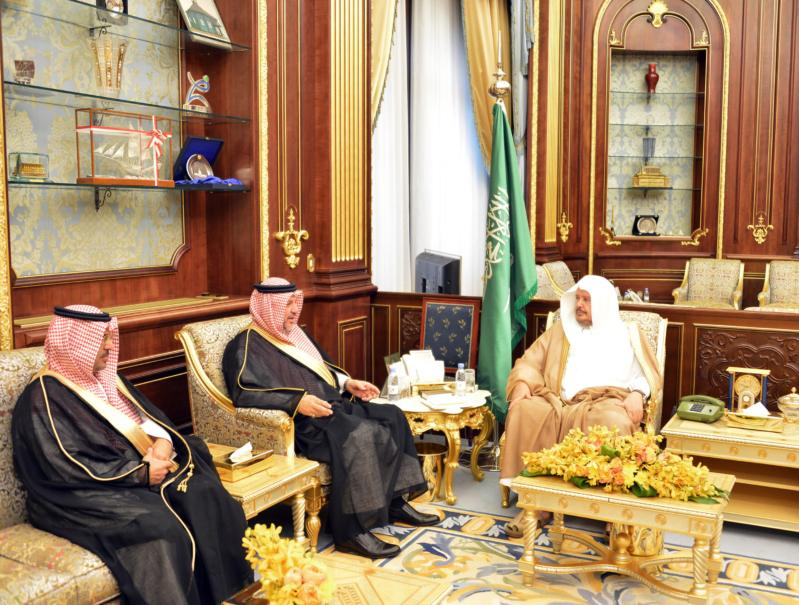 رئيس الشورى يؤكد حرص القيادةعلى تلمس احتياجات ذوي الشهداء