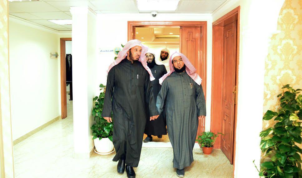 رئيس-هيئة-الرياض-يزور-مركز-الروضة (1)