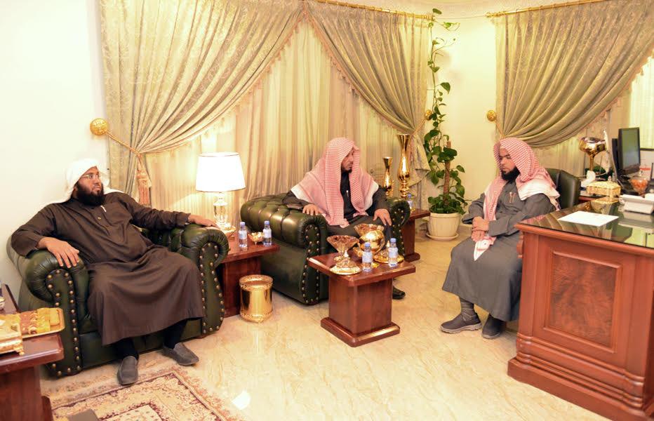 رئيس-هيئة-الرياض-يزور-مركز-الروضة (5)