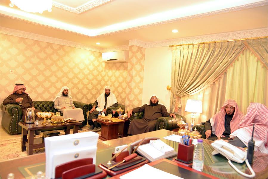 رئيس-هيئة-الرياض-يزور-مركز-الروضة (7)