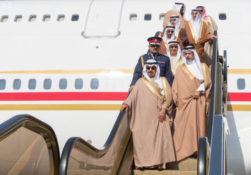 رئيس وزراء البحرين يصل إلى الرياض 1