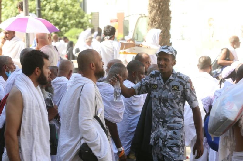 رجال الأمن في خدمة ضيوف الرحمن