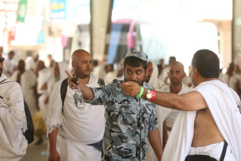 رجال الأمن في خدمة ضيوف الرحمن4