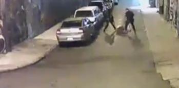 رجلا شرطــــة يحطمان عضام أحد المشبه فيهم بالهراوات