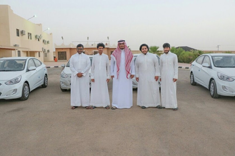 رجل أعمال يكافئ 4 من ابناء بشقراء بـ4 سيارات