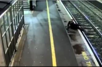 بالفيديو.. هذا ما حدث لمخمور قفز أمام القطار - المواطن