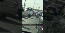 """رجل يعتدي على أخر في الكويت بسبب """"وقفة"""" سيارة!"""