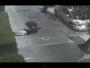 رجل يعتدي على امرأة