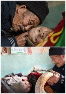 رجل يعتني بزوجته المريضة (1)