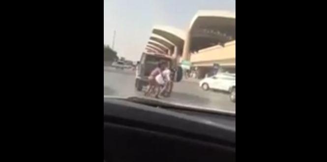 رجل-يقاوم-شرطة المرور