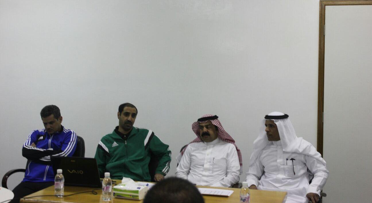 رعاية الشباب بالباحة لكرة القدم تستضيف حكام (2)