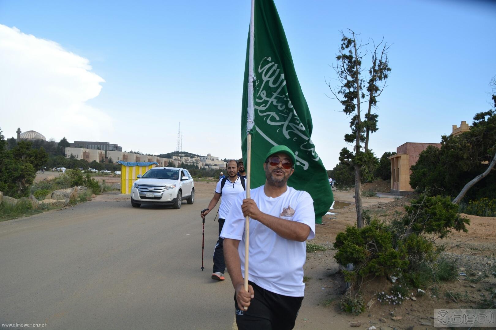 رفع علم السعودية في اعلى قمةعن طريق فريق هايكنج السعودية (1)