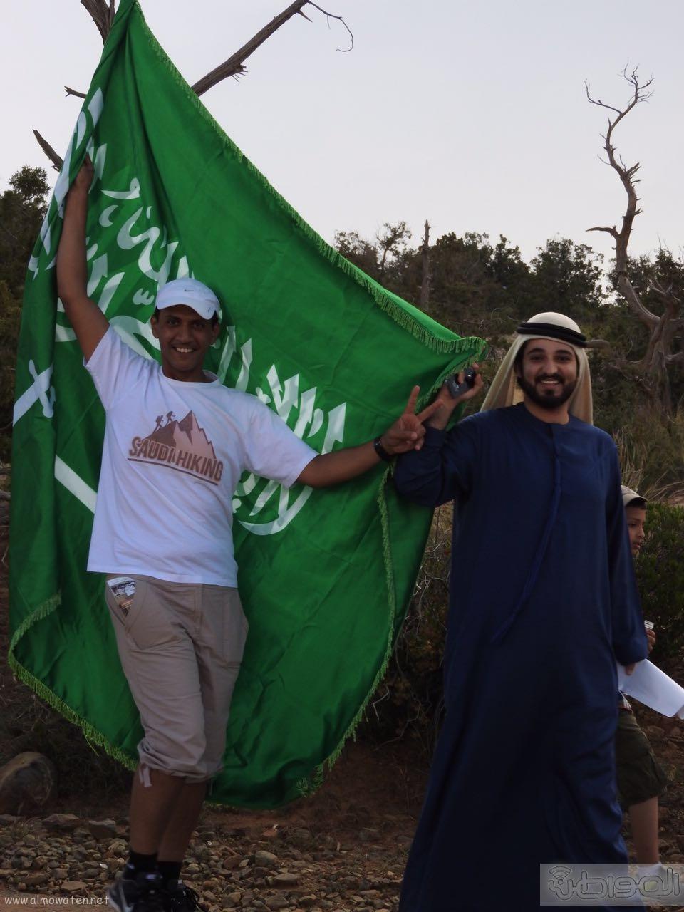 رفع علم السعودية في اعلى قمةعن طريق فريق هايكنج السعودية (10)