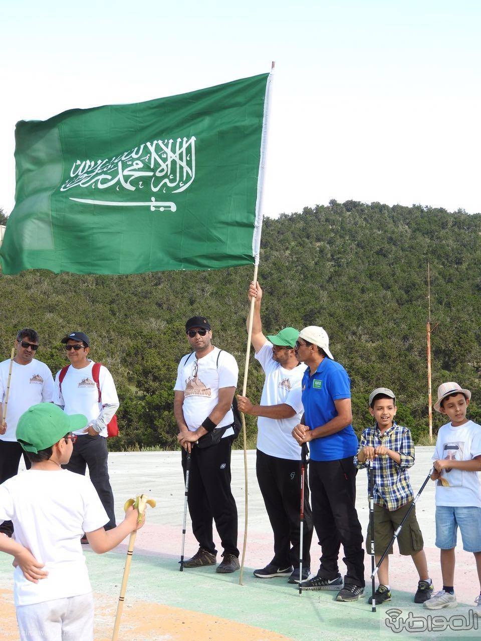 رفع علم السعودية في اعلى قمةعن طريق فريق هايكنج السعودية (11)