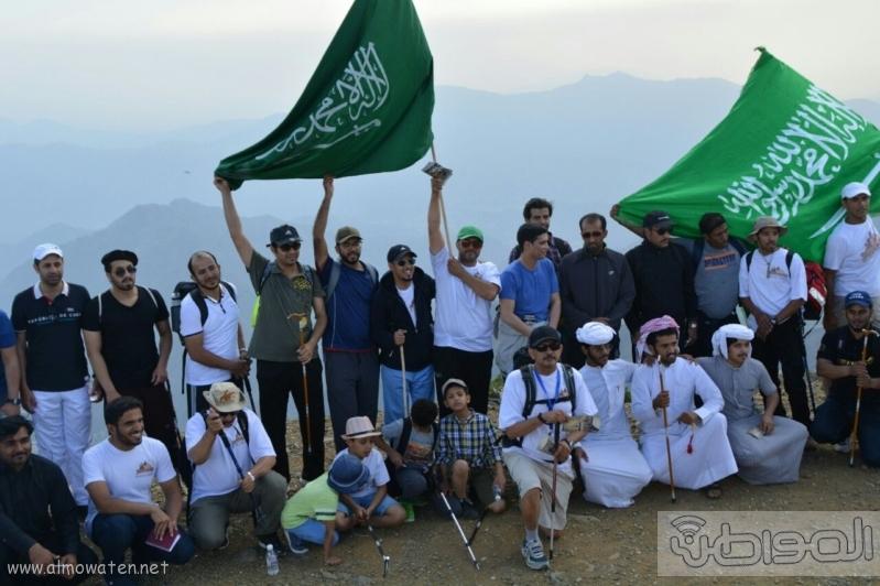 رفع علم السعودية في اعلى قمةعن طريق فريق هايكنج السعودية (13)