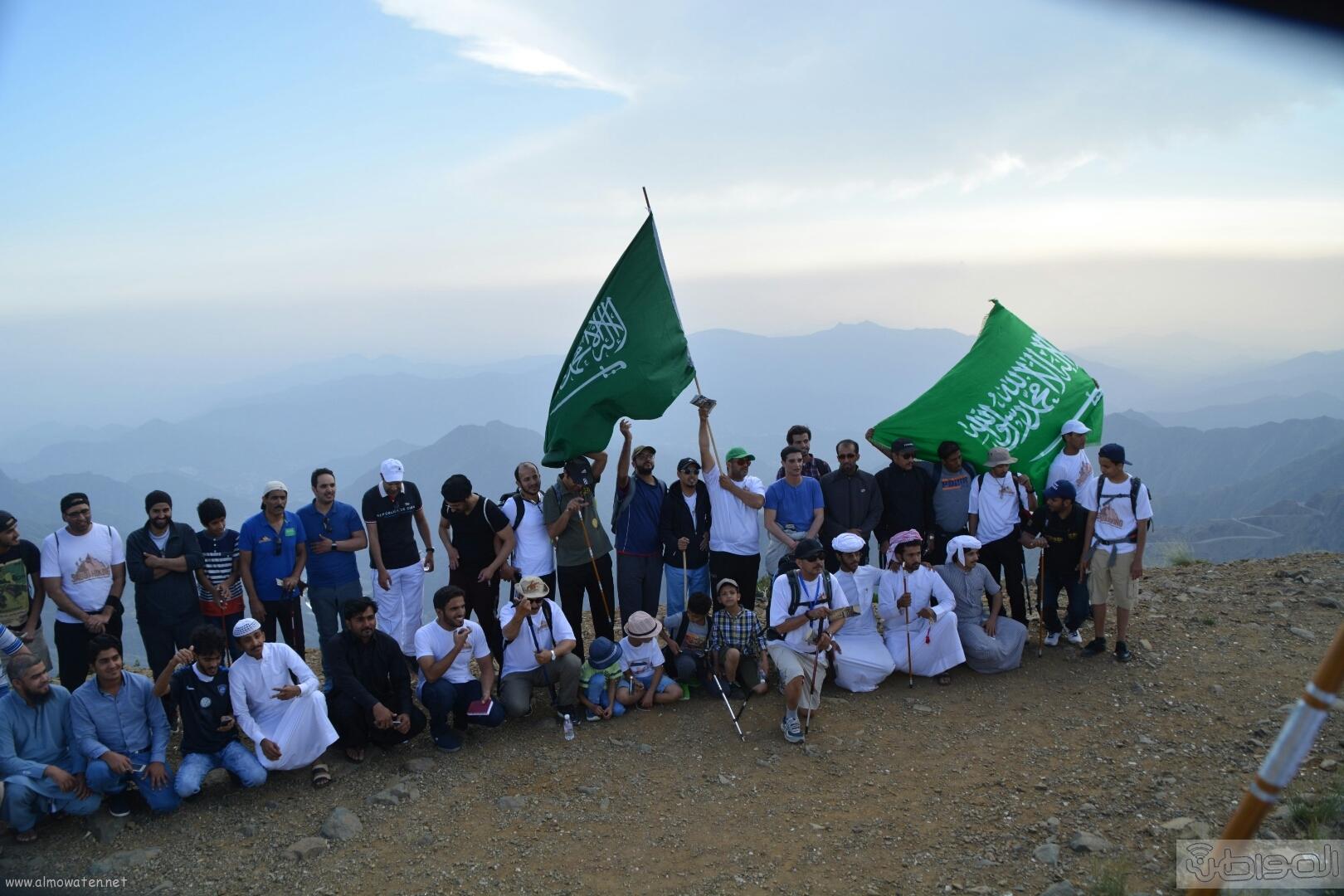 رفع علم السعودية في اعلى قمةعن طريق فريق هايكنج السعودية (4)