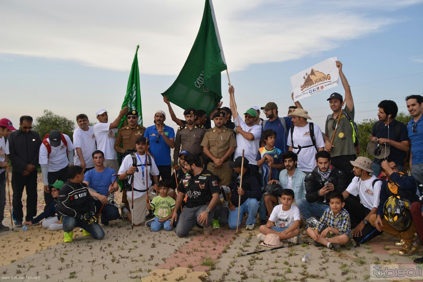 رفع علم السعودية في اعلى قمةعن طريق فريق هايكنج السعودية (7)