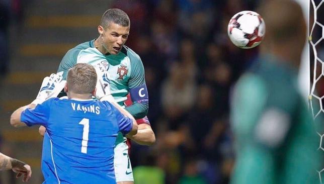 كريستيانو رونالدو يُحقق إنجازًا غير مسبوق في تاريخ كرة القدم