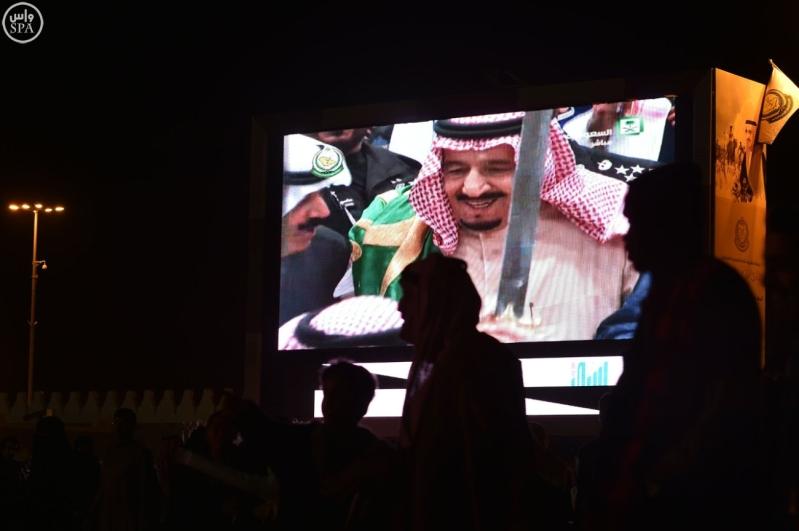 زائرو الجنادرية تابعوا العرضة السعودية
