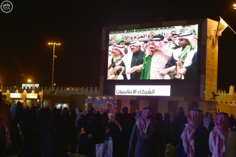 زائرو الجنادرية تابعوا العرضة السعودية2