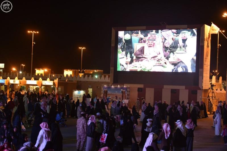 زائرو الجنادرية تابعوا العرضة السعودية3