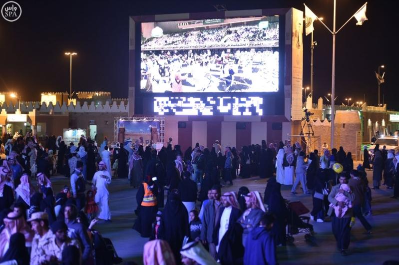 زائرو الجنادرية تابعوا العرضة السعودية4