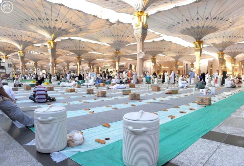 زوار المسجد النبوي بالمدينة المنورة (1)