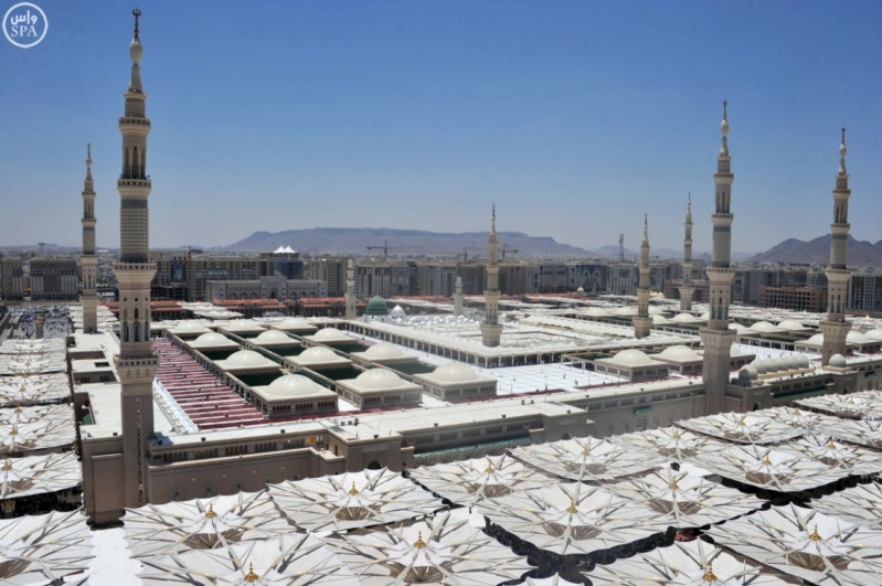 زوار المسجد النبوي بالمدينة المنورة (2)