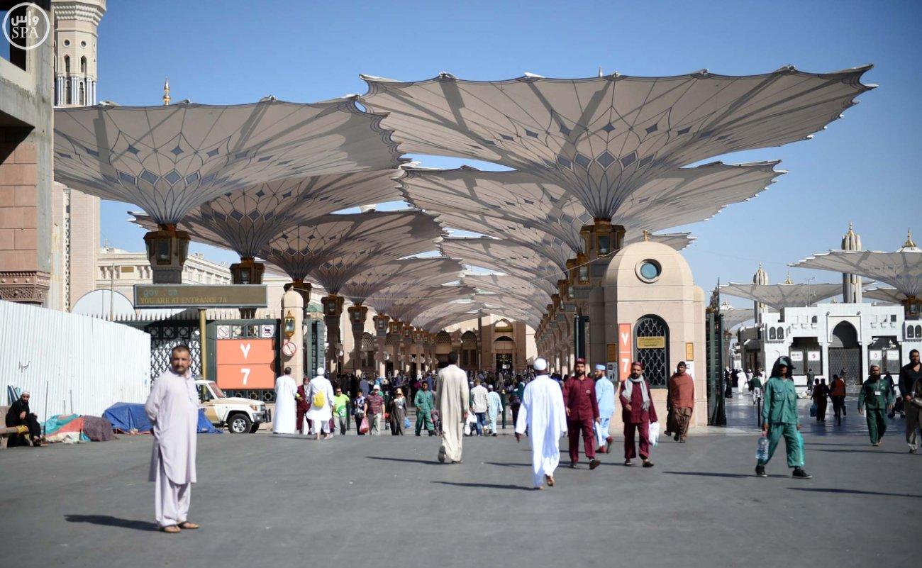 زوار المسجد النبوي بالمدينة المنورة (6)