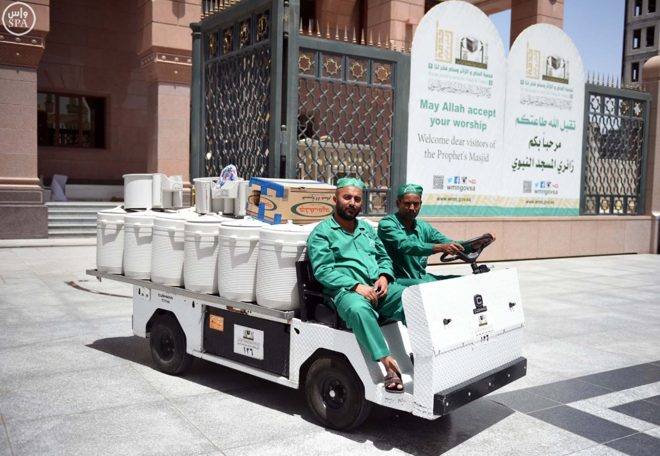 زوار المسجد النبوي بالمدينة المنورة (7)