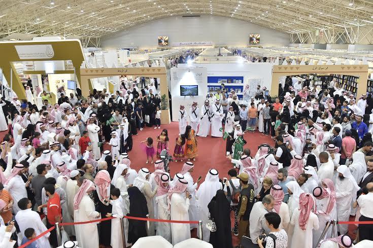 زوار معرض الرياض للكتاب