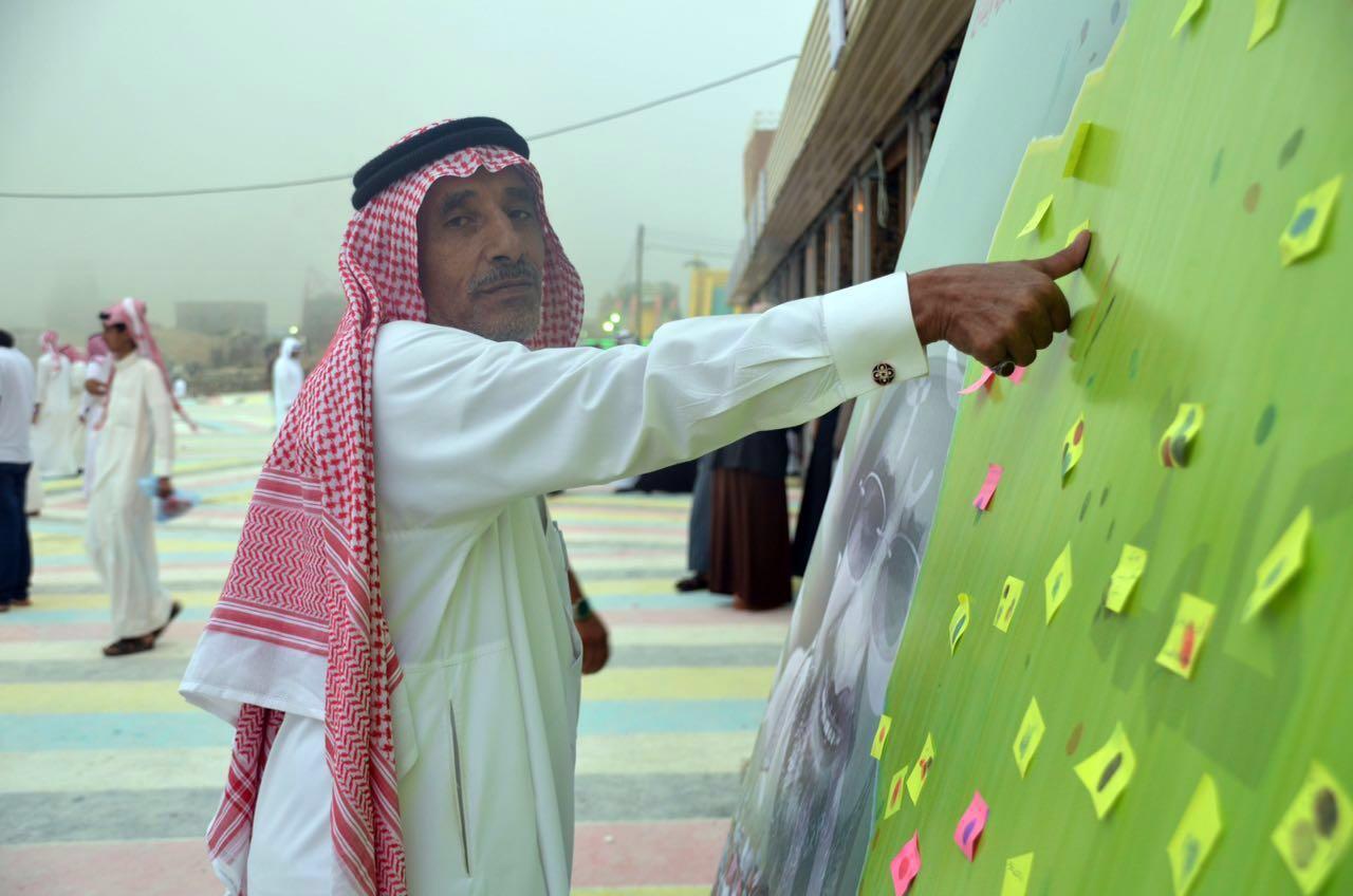 زوار مهرجان أبها يدونون مشاعر الوفاء لشهداء الوطن (2)