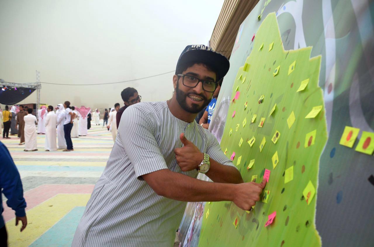 زوار مهرجان أبها يدونون مشاعر الوفاء لشهداء الوطن (3)