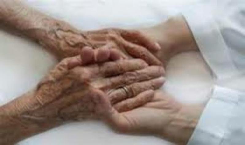 زوجان مسنان عاشا معاً 63 عاماً وتوفيا في نفس الساعة