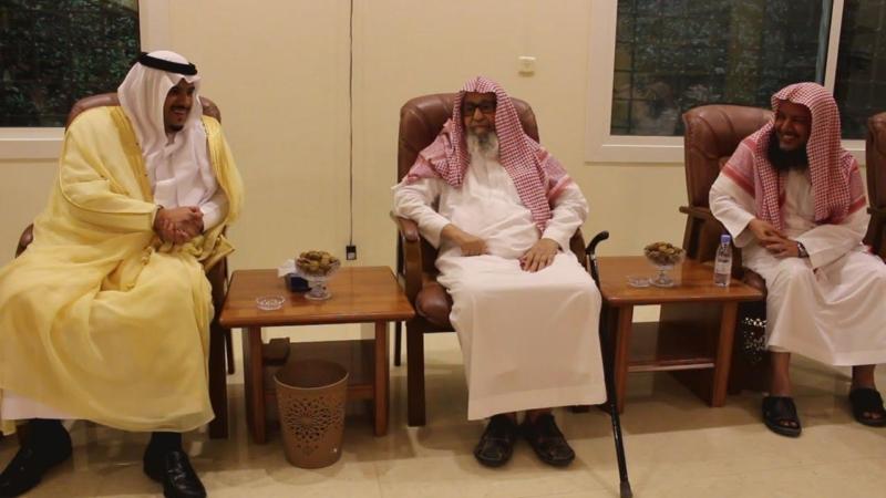 بالصور.. نائب أمير الرياض يزور الشيخ الفوزان - المواطن