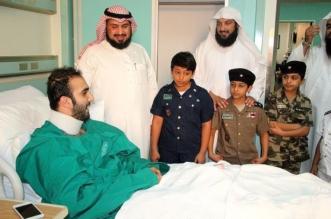 يوم الوفاء.. أبناء إنسان يقدمون الورود للجنود البواسل بمستشفى القوات المسلحة - المواطن