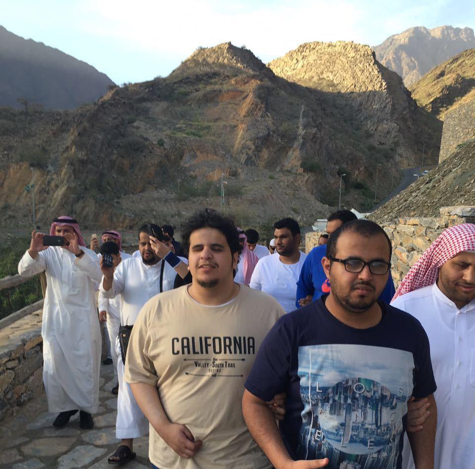زيارة سياحة من ذوي الاحتياجات الخاصة بجامعة سعود لقرية ذي عين  (2)