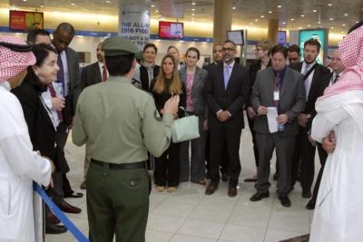 زياره وفد امريكي يزور الجوزات (30322571) 