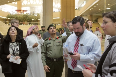 زياره وفد امريكي يزور الجوزات (30322584) 