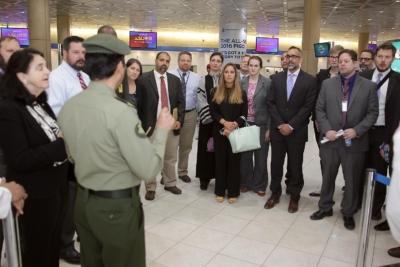 زياره وفد امريكي يزور الجوزات (30322593) 