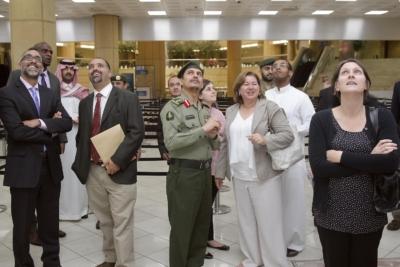 زياره وفد امريكي يزور الجوزات (30322597) 