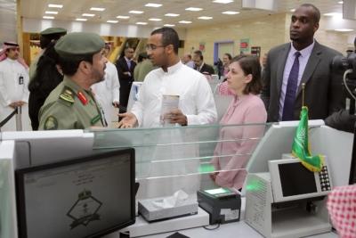 زياره وفد امريكي يزور الجوزات (30322601) 