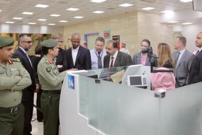 زياره وفد امريكي يزور الجوزات (30322602) 