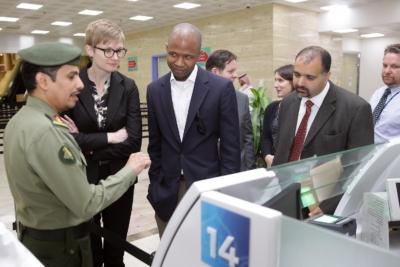زياره وفد امريكي يزور الجوزات (30322604) 